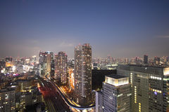 Tokyo-Hafen-Skyline während des Sonnenuntergangs Stockfotografie