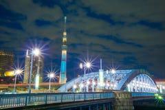 Tokyo-Himmel-Baum-Turm Lizenzfreie Stockfotografie