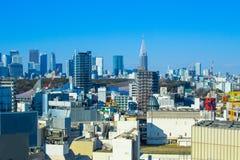 Tokyo horisont i trevlig dag arkivbilder