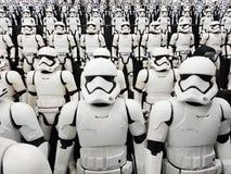 TOKYO, JAPAN, Akihabara, 10 - Juli 2017: Belichtung modelliert Krieg der Sternes-Zahlen Stormtroopers stockfoto