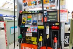 Tokyo, Japan - April 1, 2015: Eneosbenzinestation Foto op 1 April, 2015 in Tokyo wordt genomen dat Stock Afbeeldingen