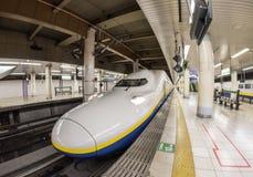 TOKYO JAPAN - April 15: Shinkansen i den Ueno stationen, Japan på Ap Arkivbild