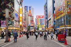 TOKYO JAPAN-CIRKA MAY-2016: Akihabara område i Tokyo, Japan Området är ett viktigt shoppa område för elektroniskt, datoren, Fotografering för Bildbyråer