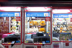 TOKYO,JAPAN- CIRKA MAY, 2016: Toy crane game vending machine at game center in Tokyo. Japan. Toy crane game vending machine at game center in Tokyo. Japan Royalty Free Stock Photos