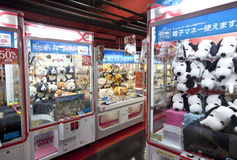 TOKYO,JAPAN- CIRKA MAY, 2016: Toy crane game vending machine at game center in Tokyo. Japan. Toy crane game vending machine at game center in Tokyo. Japan Stock Photography