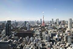 TOKYO, JAPAN - 19. Februar 2015 - die Stadt von Tokyo, Tokyo Turm Stockfotografie