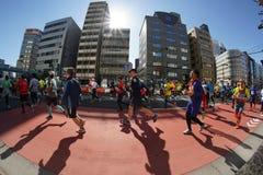 Tokyo Japan-Februari 26, 2017: Maratonlopp i Tokyo Arkivfoto