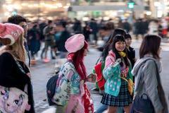 TOKYO, JAPAN - 28. JANUAR 2017: Shibuya-Bezirk in Tokyo Berühmter und beschäftigtster Schnitt in der Welt, Japan Shibuya Überfahr Stockbilder