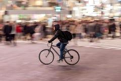 TOKYO, JAPAN - 28. JANUAR 2017: Shibuya-Bezirk in Tokyo Berühmter und beschäftigtster Schnitt in der Welt, Japan Shibuya Überfahr Lizenzfreies Stockbild