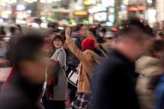 TOKYO, JAPAN - 28. JANUAR 2017: Shibuya-Bezirk in Tokyo Berühmter und beschäftigtster Schnitt in der Welt, Japan Shibuya Überfahr Stockfoto