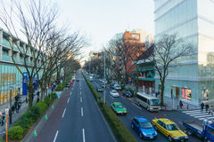 Tokyo, Japan - 26. Januar 2016: Straße Omote Sando am Abend Lizenzfreie Stockfotos