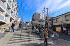Tokyo Japan - Januari 27, 2016: Dandan Yuyake det är trappan på lutningsvägen till den Yanaka-Ginza gatan Arkivbild