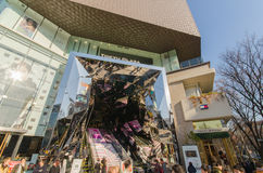 Tokyo, Japan - Januari 26, 2016: Het Plein van Omotesandotokyu in Harajuku-district Tokyo Japan Stock Afbeeldingen