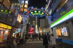 Tokyo Japan - Januari 25,2016: Kabukicho ingångsport i Shinjukus det Kabuki-cho området Arkivfoto