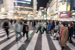 TOKYO JAPAN - JANUARI 28, 2017: Shibuya område i Tokyo Berömd och mest upptagen genomskärning i världen, Japan Shibuya Crossing Royaltyfria Bilder