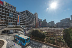 TOKYO JAPAN - JANUARI 25, 2017: Tokyo Shinjuku stationsområde Bussstation Fotografering för Bildbyråer