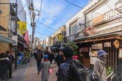 Tokyo, Japan - Januari 27, 2016: Yanaka Ginza een het winkelen straat die het best het shitamachiaroma van het Yanaka-District ve Stock Foto