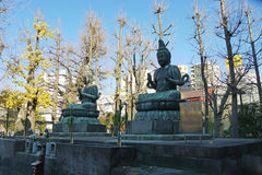Tokyo Japan - japansk Buddhagudstaty Arkivbilder