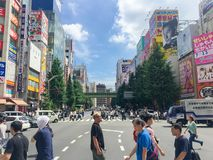 TOKYO, JAPAN - Juli 26, 2017: Forenzen bij het Spoor van Harajuku Japan Stock Fotografie