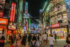 TOKYO, JAPAN - Juli 26, 2017: shibuya het winkelen straatdistrict Stock Fotografie