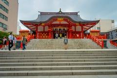TOKYO, JAPAN JUNI 28 - 2017: Het heiligdom van Hanazono Jinja Shinto van het Hanazonoheiligdom in Shinjuku-afdeling, gewijd aan I Stock Foto's