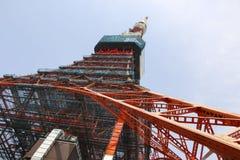 TOKYO, JAPAN - MAART 25, 2019: De Toren van Tokyo in daglicht, communicatie en observatietoren in het district shiba-Koen van royalty-vrije stock foto