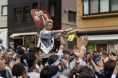 Tokyo, Japan - 14. Mai 2017: Teilnehmer gekleidet in traditionellem lizenzfreie stockfotografie