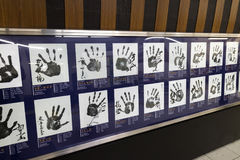 Tokyo Japan - Maj 13, 2017: Berömda Sumobrottare Handprints Arkivbilder