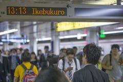 TOKYO JAPAN - MAJ 31 2016: Tokyo tunnelbanagångtunnel arkivbild