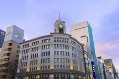 TOKYO JAPAN - MARS 2,2017: Ginza Seiko Clock Tower, Ginza dis royaltyfri bild