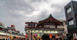 TOKYO, JAPAN - Mei 1, 2017: Herinneringswinkel bij Sensoji-tempel binnen stock foto