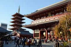 TOKYO, JAPAN - 21 NOV.: De Boeddhistische Tempel Senso -senso-ji is het symbool van Asakusa Stock Afbeeldingen