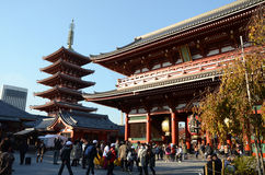 TOKYO, JAPAN - 21. NOVEMBER: Der buddhistische Tempel Senso-ji ist das Symbol von Asakusa Stockbilder