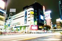 TOKYO, JAPAN - 25. November 2015: Gedrängter Völkerweg bei Shibuy Lizenzfreie Stockfotos