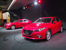 TOKYO, JAPAN - November 23, 2013: Nieuwe Axela (Nieuw Mazda 3) bij de Cabine van Mazda-Motor Royalty-vrije Stock Foto's