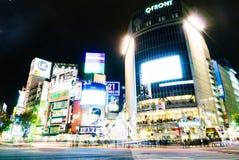 TOKYO, JAPAN - November 25, 2015: Overvolle volkerengang in Shibuy Stock Afbeelding