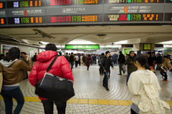 TOKYO, JAPAN - NOVEMBER 23, 2013 : people walking in Shinjuku train station Royalty Free Stock Photos