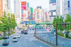 TOKYO JAPAN - 2016 November 17: Shinjuku är en av Tokyo busine royaltyfria bilder
