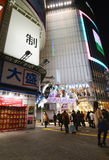 Tokyo, Japan - 28. November 2013: Touristischer Besuch Shibuya-Bezirk Stockbild