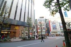 Tokyo Japan - November 28, 2013: Turist- besökShibuya område Arkivbild
