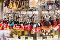 TOKYO, JAPAN - OKTOBER 31, 2017: Japanse herinneringen in de opslag Close-up royalty-vrije stock afbeelding
