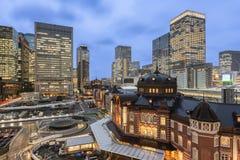 Tokyo, Japan - 3. Oktober 2016: Marunouchi Geschäftsgebiet-und Tokyo-Station Stockfoto