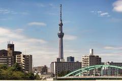 Tokyo, Japan - September 30, 2016: Tokyo Skytree van Narita Uitdrukkelijke vensterzetel die wordt gezien Royalty-vrije Stock Afbeeldingen