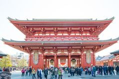 Tokyo, Japon - 28 janvier 2016 : Temple de Sensoji de visite de personnes dans Asakusa, Tokyo Le ji de Senso est un temple bouddh Photographie stock