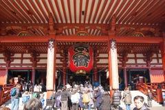 Tokyo, Japon - 28 janvier 2016 : Temple de Sensoji de visite de personnes dans Asakusa, Tokyo Le ji de Senso est un temple bouddh Image libre de droits