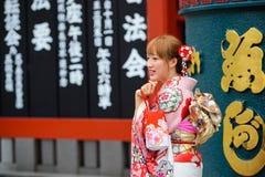 Tokyo, Japon - 17 juin 2015 : Femme japonaise dans le kimono chez Asakusa à Tokyo, Japon Photographie stock