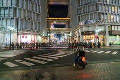 Tokyo, Japon, le 17 novembre 2016 : Croisement de Shibuya de rue de ville avec Images stock