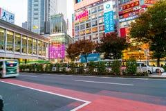 Tokyo, Japon, le 17 novembre 2016 : Croisement de Shibuya de rue de ville avec Photographie stock libre de droits