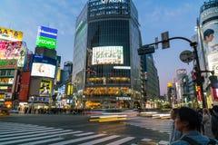 Tokyo, Japon, le 17 novembre 2016 : Croisement de Shibuya de rue de ville avec Images libres de droits