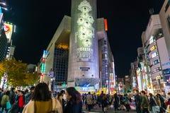 Tokyo, Japon, le 17 novembre 2016 : Croisement de Shibuya de rue de ville avec Photos stock